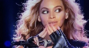 Beyonce-Flashes-Illuminati-Sign-During-Super-Bowl-2013-Halftime-Performance