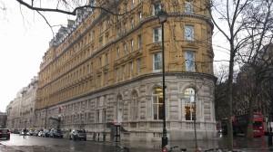"""Im zweiten Stock des Londoner Nobel-Hofels """"Corinthia"""" empfing Emma Watson Journalisten aus der ganzen Welt."""