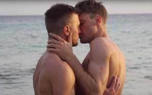 Jan-Versteegh-and-Tim-Hofman-kiss-lead-640x400